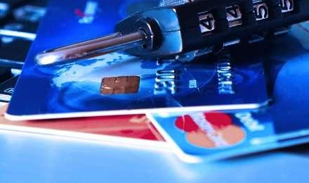 इन 5 तरीकों से अपना बैंक अकाउंट बनाएं सुरक्षित, कहीं आपका पासवर्ड तो नहीं है कमजोर कड़ी?