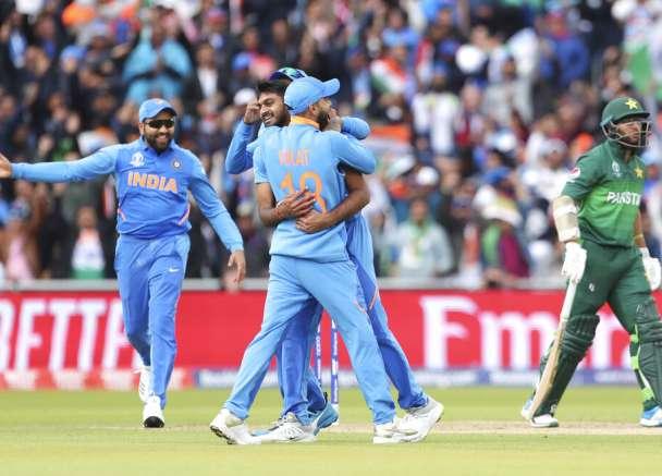 वर्ल्ड कप 2019: मैदान पर वर्ल्ड चैंपियन बना इंग्लैंड, ट्विटर पर टीम इंडिया ने मारी बाजी- India TV
