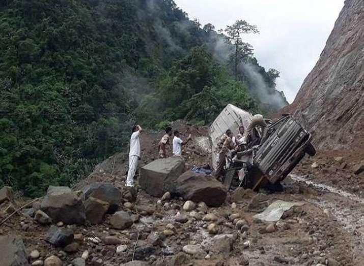 अरुणाचल में भूस्खलन की चपेट में आने के बादITBP के 4 जवानों की मौत हो गई(Photo, ANI)