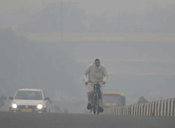 दिवाली से पहले धुआं-धुआं हुआ दिल्ली-एनसीआर, हालात और खराब होने के संकेत
