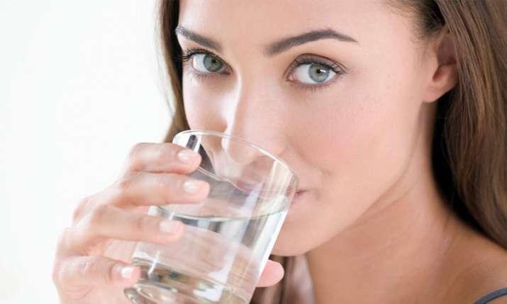 8-10 ग्लास पानी पीएं