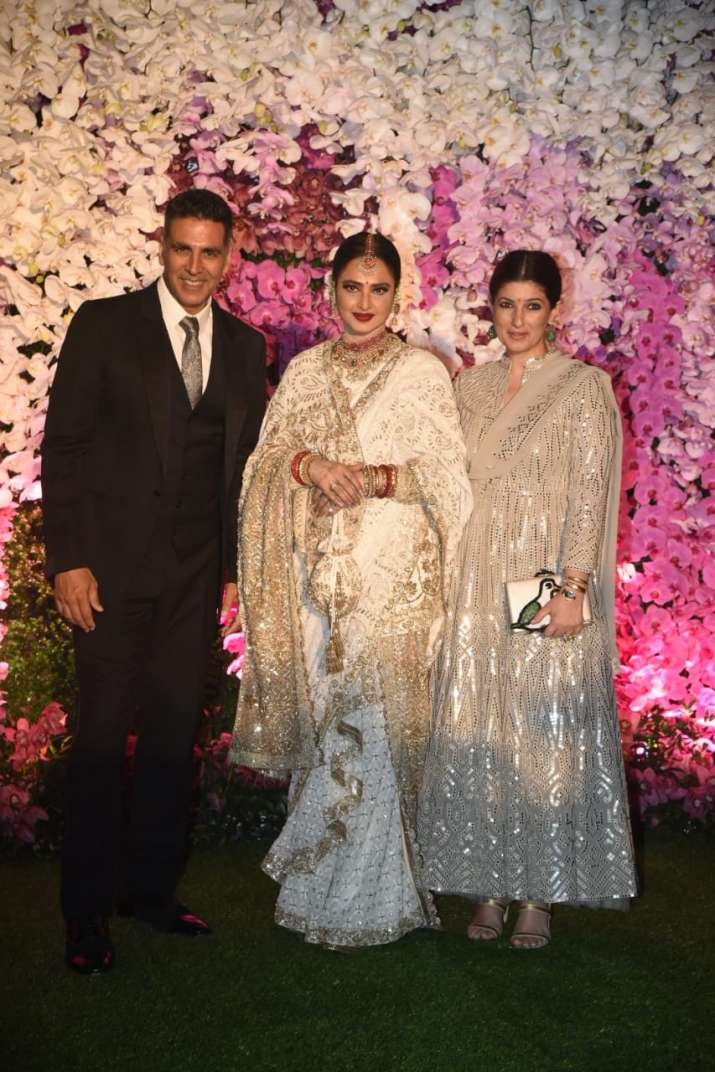 Rekha with akshay and twinkle