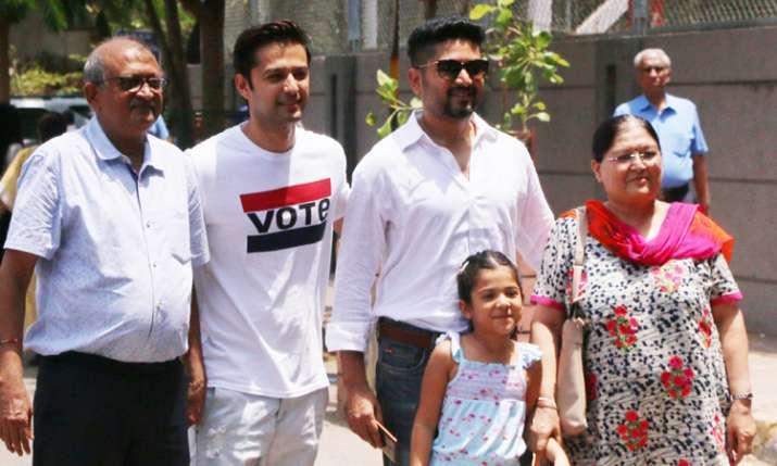 Vatsal Seth with family