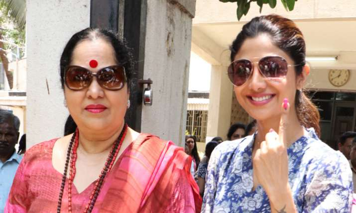 Shilpa Shetty with mother