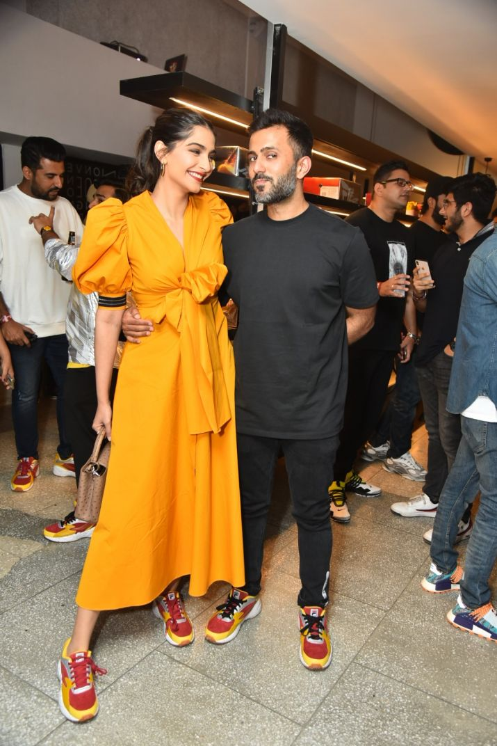 viral photo of sonam kapoor and anand ahuja