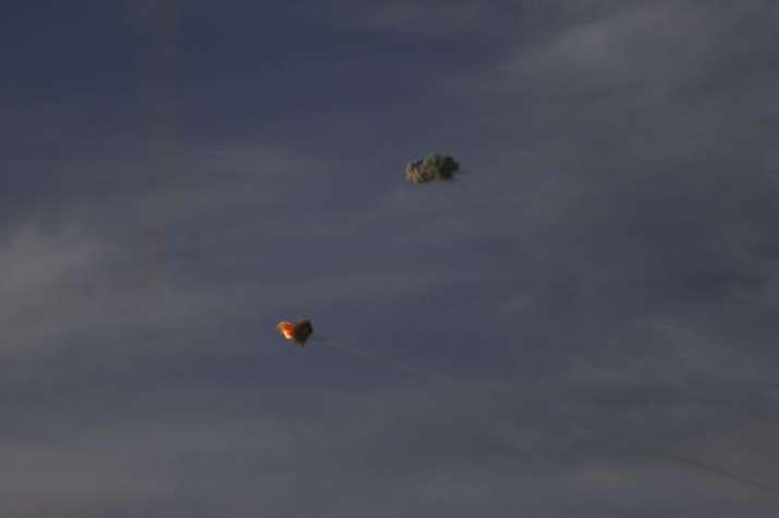 गाजा से छोड़े गए रॉकेट्स को हवा में ही तबाह करता इस्राइल का आयरन डोम एयर डिफेंस सिस्टम   AP