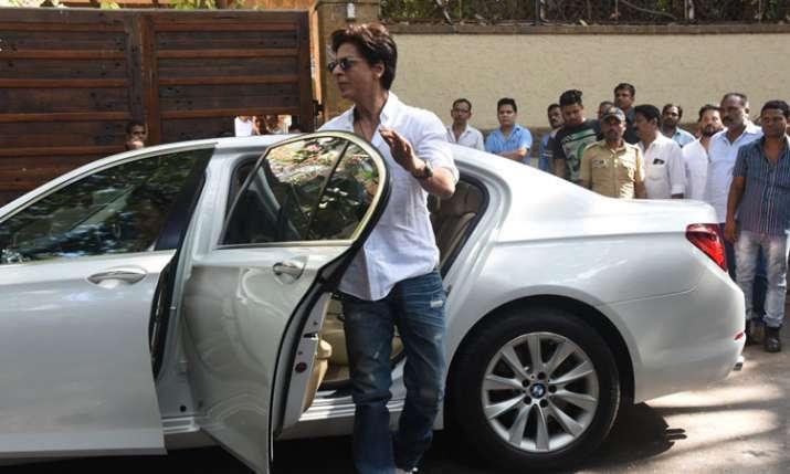 Bollywood celebs reaching Ajay Devgn Kajol house