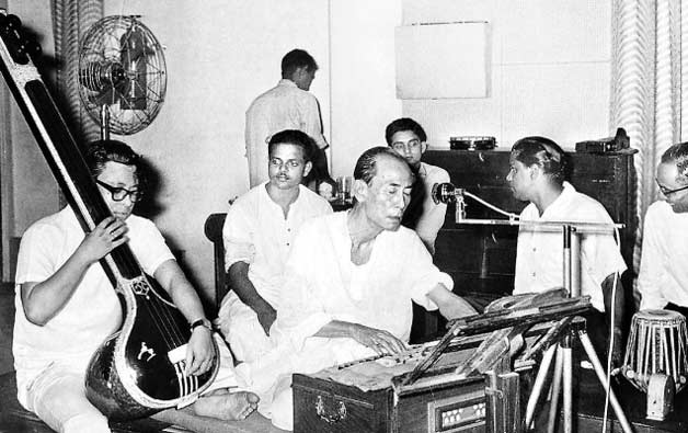 Remembering Pancham Da with his rare and unseen pictures