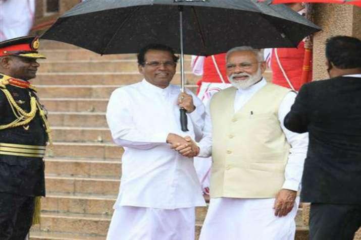 जब प्रधानमंत्री नरेंद्र मोदी के लिए दो राष्ट्राध्यक्षों ने पकड़ा छाता....