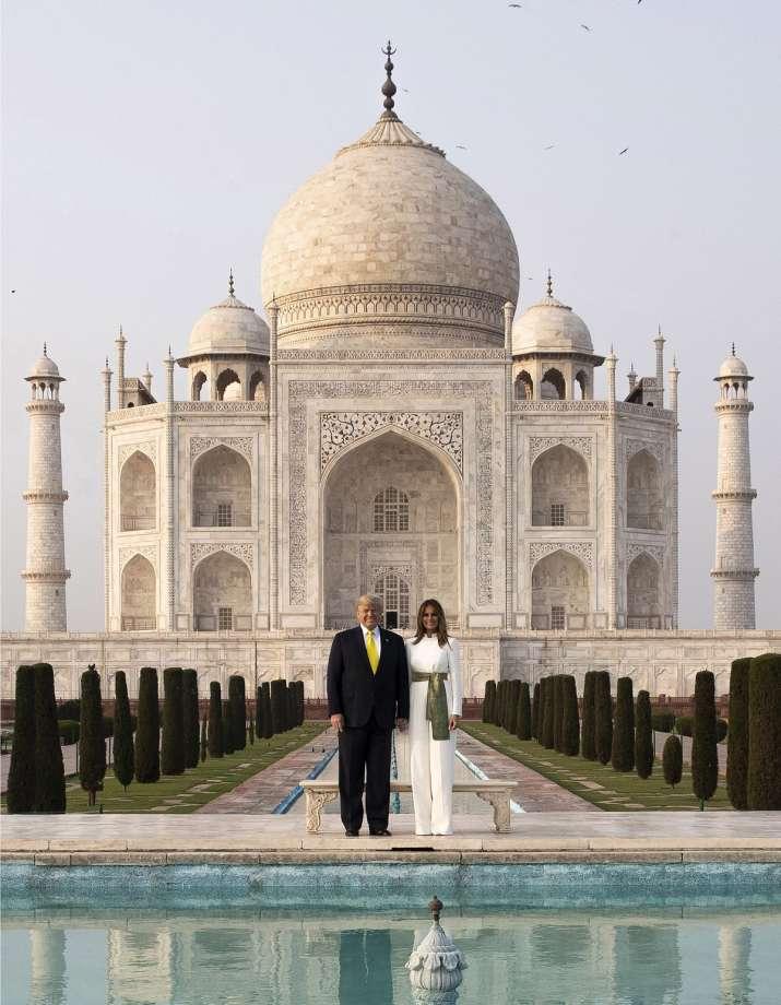 अमेरिकी राष्ट्रपति डोनाल्ड ट्रंप ने अपनी पत्नी मेलानिया ट्रंप के साथ ताजमहल का दीदार किया।