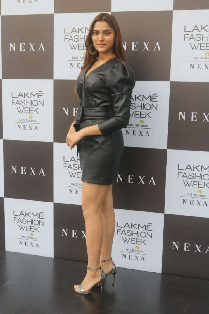Lakme fashion week, sai manjrekar