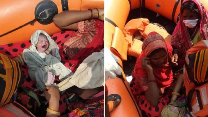 bihar flood woman gave birth to a baby girl on a rescue boat । बिहार : उफनती गंडक की मझधार में रेस्क