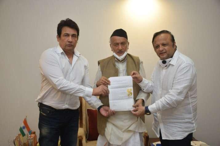 फ़िल्म अभिनेता शेखर सुमन ने की राज्यपाल से मुलाकात