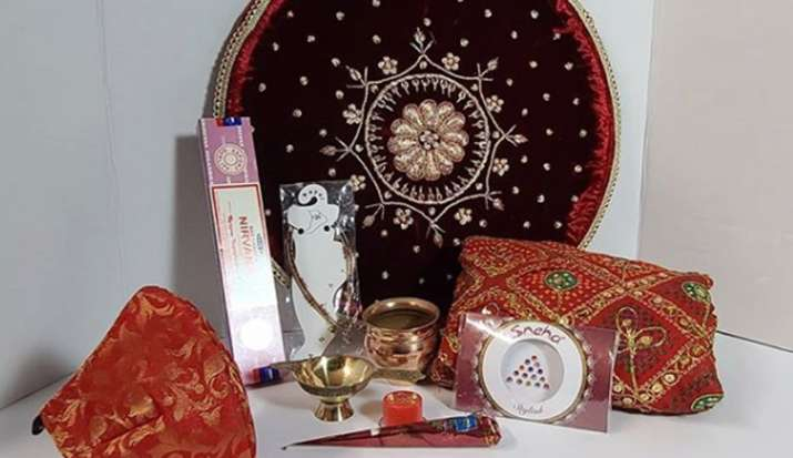 Karva Chauth 2020: अगर आपका भी है पहला करवा चौथ, तो यहां जान लें पूजा सामग्री और सोलह श्रृंगार