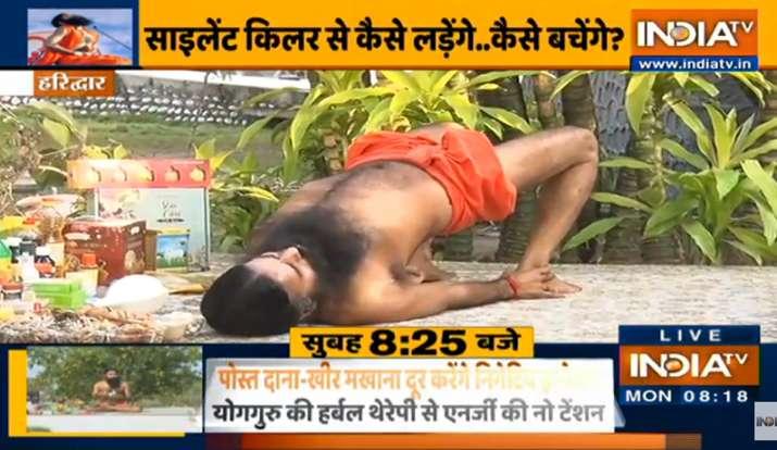 सर्दियों में मूड खराब, कम नींद आना है सीजनल डिप्रेशन के संकेत, स्वामी रामदेव से जानिए असरदार इलाज