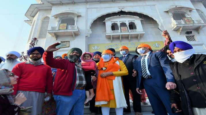 PM Narendra Modi visited Gurudwara Rakab Ganj Sahib in Delhi । अचानक रकाबगंज साहिब गुरुद्वारे पहुंचे