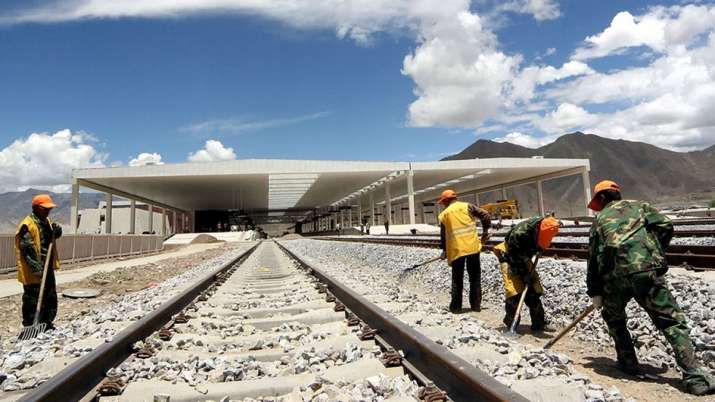 चीन ने अरूणाचल प्रदेश के नजदीक तिब्बत में रेल पटरी बिछाने का काम पूरा किया