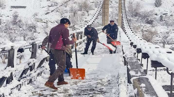 snowfall in kashmir himachal uttrakhand rain in delhi ncr rajasthan weather forecast cold temperatur