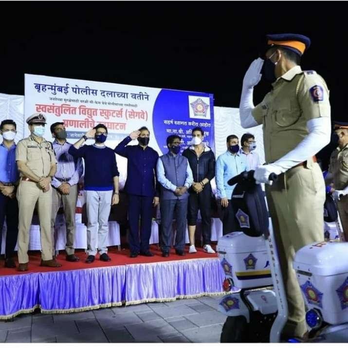 मुंबई पुलिस सामरोह में अक्षय कुमार ने आदित्य ठाकरे संग की शिरकत