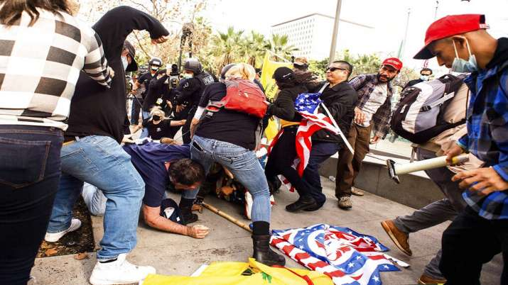 what happened in america donald trump supporter fight with police watch in pictures तस्वीरों में देख