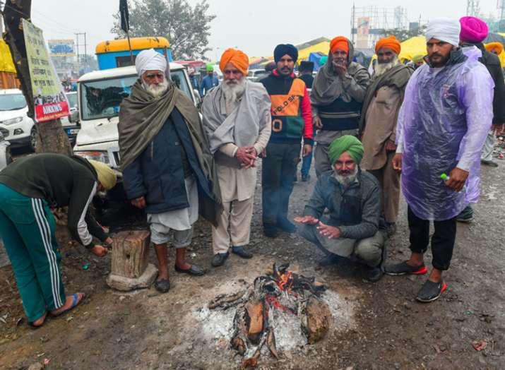 किसानों के सब्र का इम्तिहान, राशन भीगा, ठंड़ में कांपे लेकिन विरोध नहीं रूका
