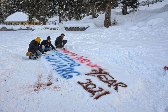 Night temperature rises as rain, snow lash Jammu & Kashmir and Ladakh
