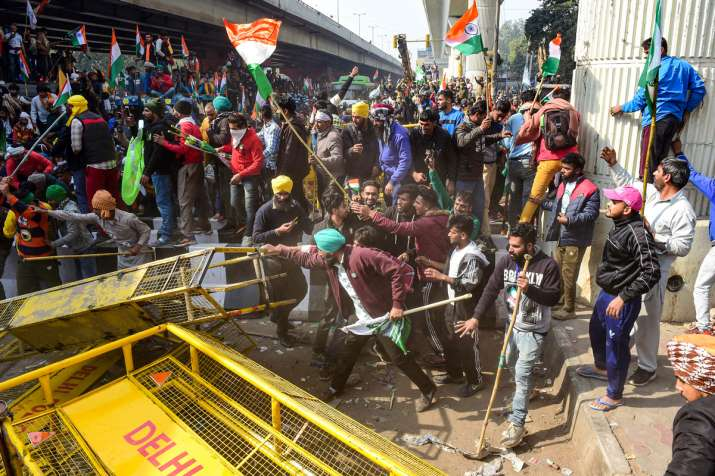 Kisan andolan tractor rally break police barricades clash latest pictures