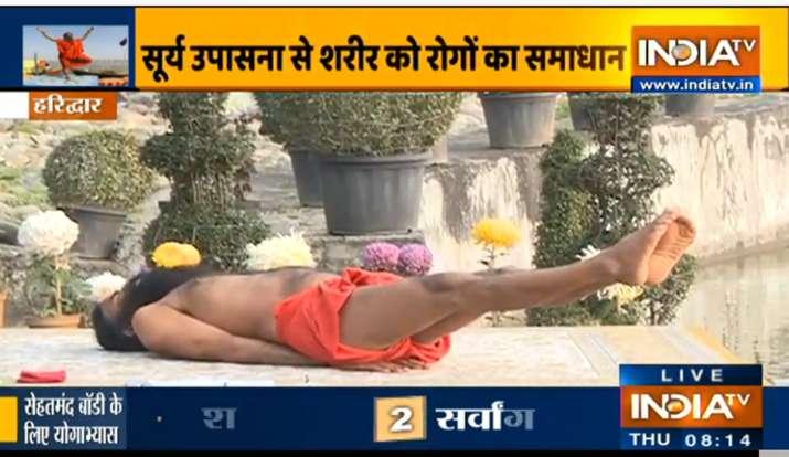 सूर्य उपासना करने से होगी हर बीमारी क्योर, स्वामी रामदेव से जानिए शरीर को फिट रखने का बेस्ट फॉर्मूला
