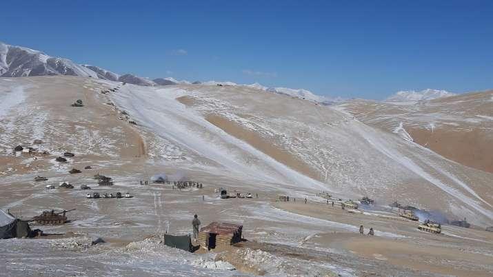 Indian China soldiers disengagement video photo Pangong lake LAC Ladakh तस्वीरें: लद्दाख में पेंगोंग