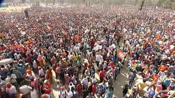 पीएम मोदी की कोलकाता रैली में कितनी भीड़ी? तस्वीरें दे रही हैं गवाही