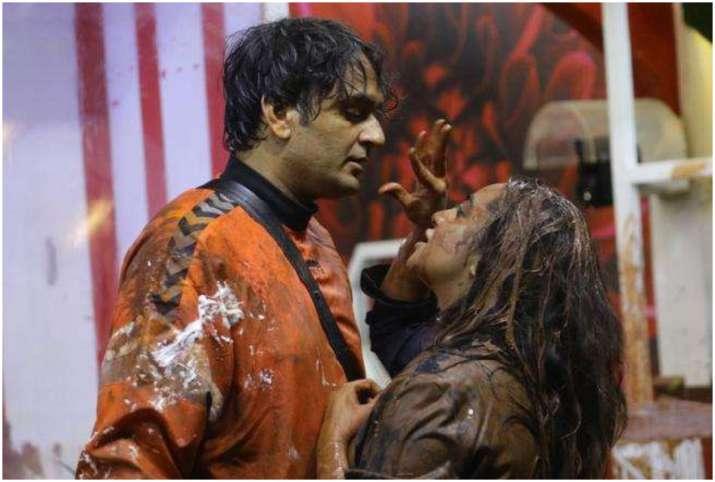 Vikas Gupta and Arshi Khan