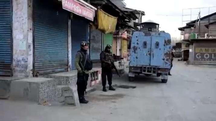 शुक्रवार सुबह सुरक्षाबलों नेपुलवामा के काकापोरा में 3 आंतकवादियों को मार गिराया है