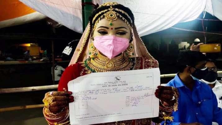 UP: पंचायत चुनाव जीतीं तो शादी रोक मडंप से सीधे मतगणना स्थल की और दौड़ी दुल्हन