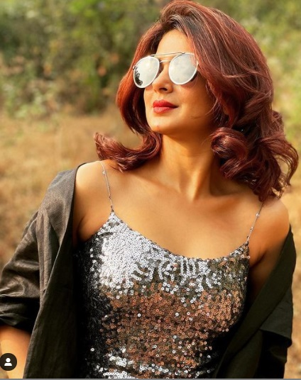 jennifer winget birthday special glamorous pics of beyhadh actress