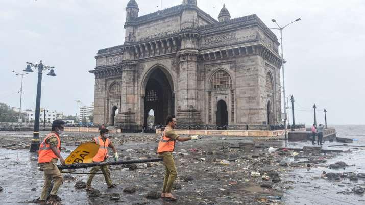 कमजोर हुआ चक्रवाती तूफान ताउते, गुजरात और महाराष्ट्र में भारी तबाही, दर्जनों लोगों की मौत