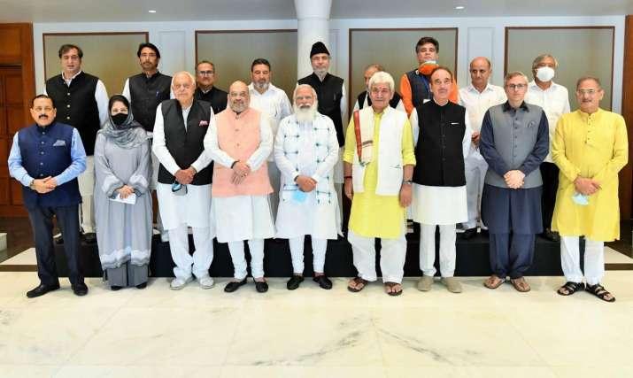 पीएम मोदी की जम्मू-कश्मीर के नेताओं संग बैठक के क्या मायने? जानिए किसने क्या कहा