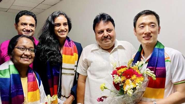टोक्यो ओलंपिक में इतिहास रचने वाली पीवी सिंधु का भारत लौटने पर हुआ जोरदार स्वागत