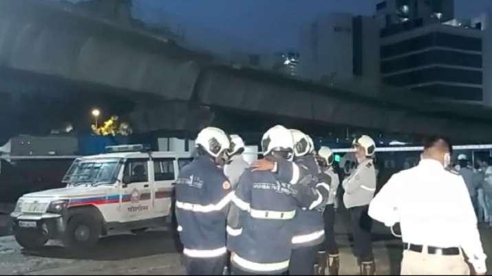 मुंबई फ्लाईओवर हादसा: घटनास्थल की तस्वीर