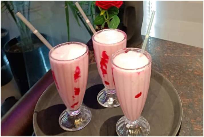 Banana strawberry shake
