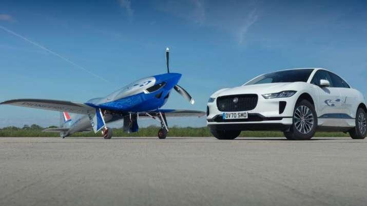 Rolls-Royce ने किया अजूबा! कार के बाद अब लॉन्च कर दिया दुनिया का सबसे तेज इलेक्ट्रिक प्लेन