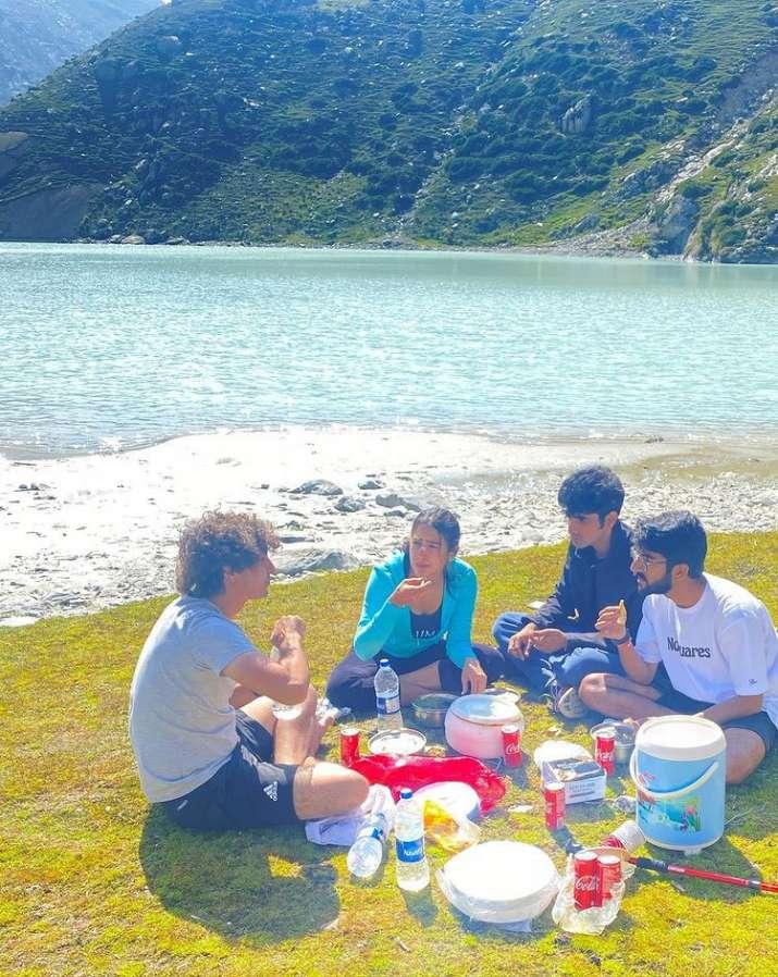 sara ali khan sheshnag lake pics