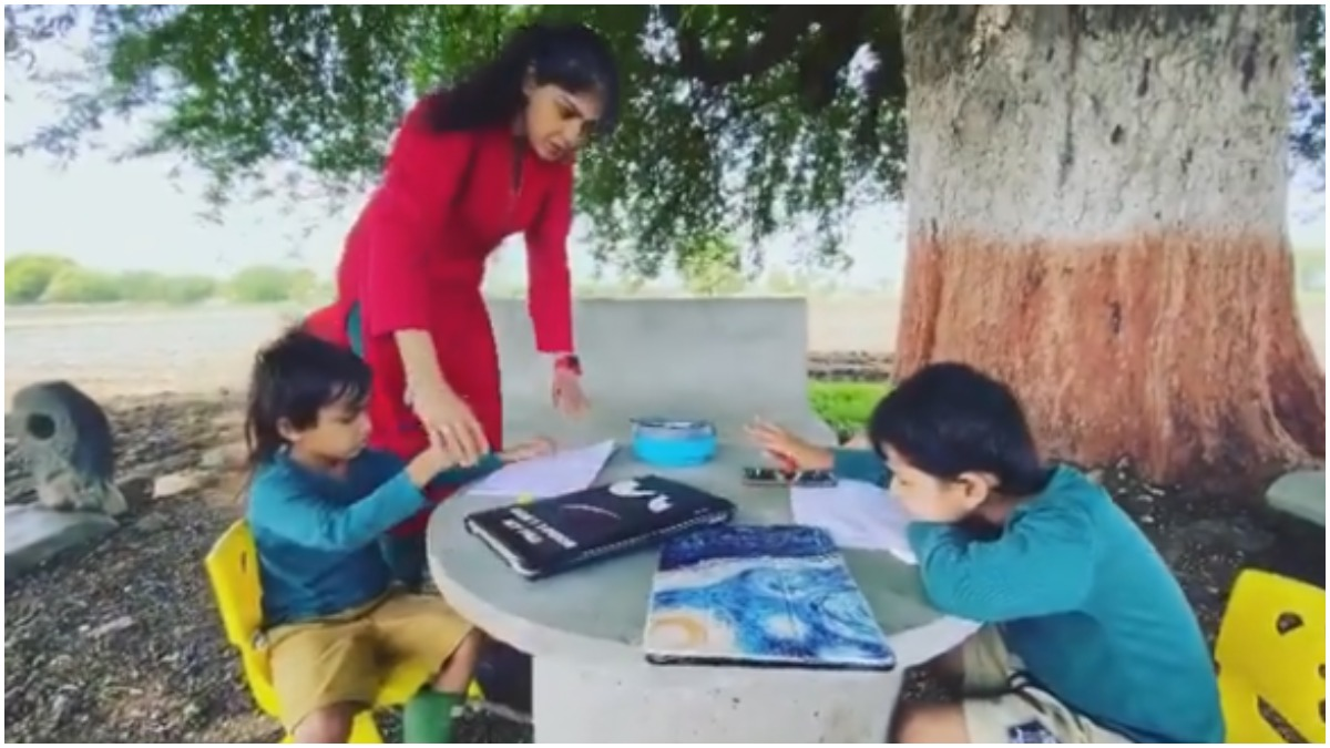 Genelia and Ritesh are spending time with children in form जेनेलिया और रितेश  बच्चों संग फॉर्म में बिता रहे हैं समय - India TV Hindi News