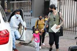 बेटी निशा संग प्ले...- India TV