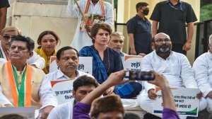 आगरा जा रही थीं प्रियंका गांधी, लखनऊ में रोका गया काफिला