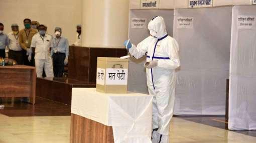 मप्र में राज्यसभा चुनाव के लिए वोटिंग पूरी, PPE किट पहनकर कोरोना पॉजिटिव विधायक ने डाला वोट