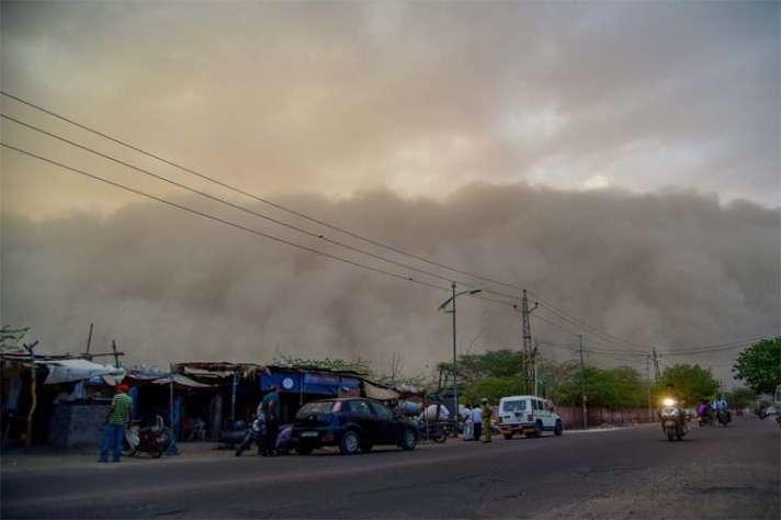 आज है तूफान का सबसे बड़ा खतरा, 15 राज्यों में महातूफान का अलर्ट - Government sounds storm alert, rescue team on standby - India TV Hindi News