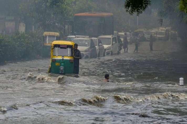 दिल्ली, हरियाणा समेत उत्तर भारत में जारी रहेगी बारिश, एक दो स्थानों पर भारी वर्षा की संभावना - Monsoon: Rain to continue in Delhi, Punjab, Haryana, Himachal, Uttarakhand - India ...