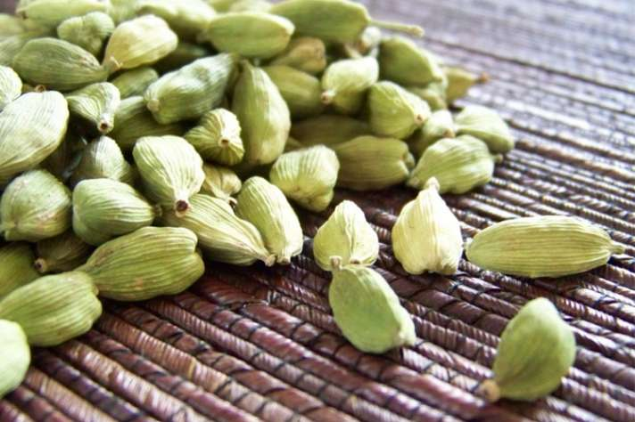 health benefits of elaichi or cardamom: रात के वक्त सिर्फ 2 इलायची और फिर  देखें कमाल, 5 दिन के अंदर दिखेगा फायदा - India TV Hindi News