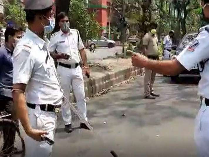 Girl in drunken state found roaming on Kolkata road sans part of ...