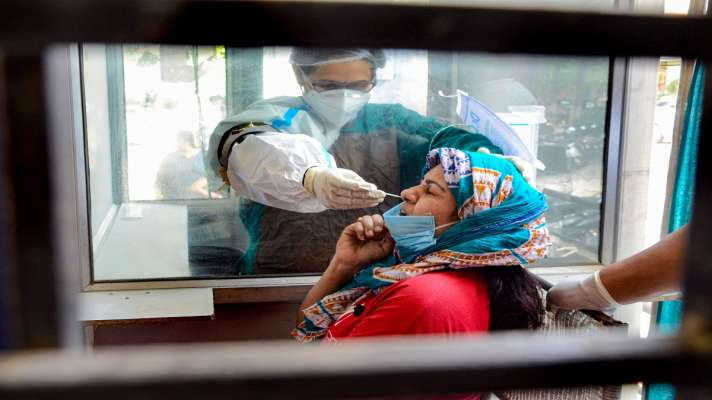 Coronavirus cases in India today every fourth person is found positive  Coronavirus: टेस्ट कराने वाला हर चौथा व्यक्ति निकल रहा है पॉजिटिव, 24 घंटे  में 3780 लोगों की गई जान - India